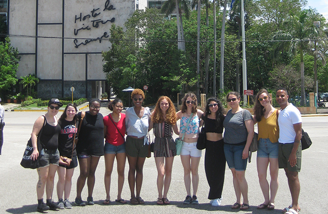Students & faculty in La Habana during the MSSP 797 course